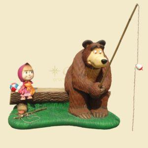 Маша и медведь на рыбалке